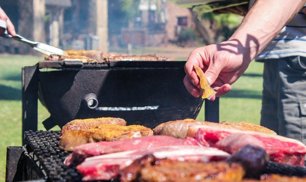 carne su barbecue a gas
